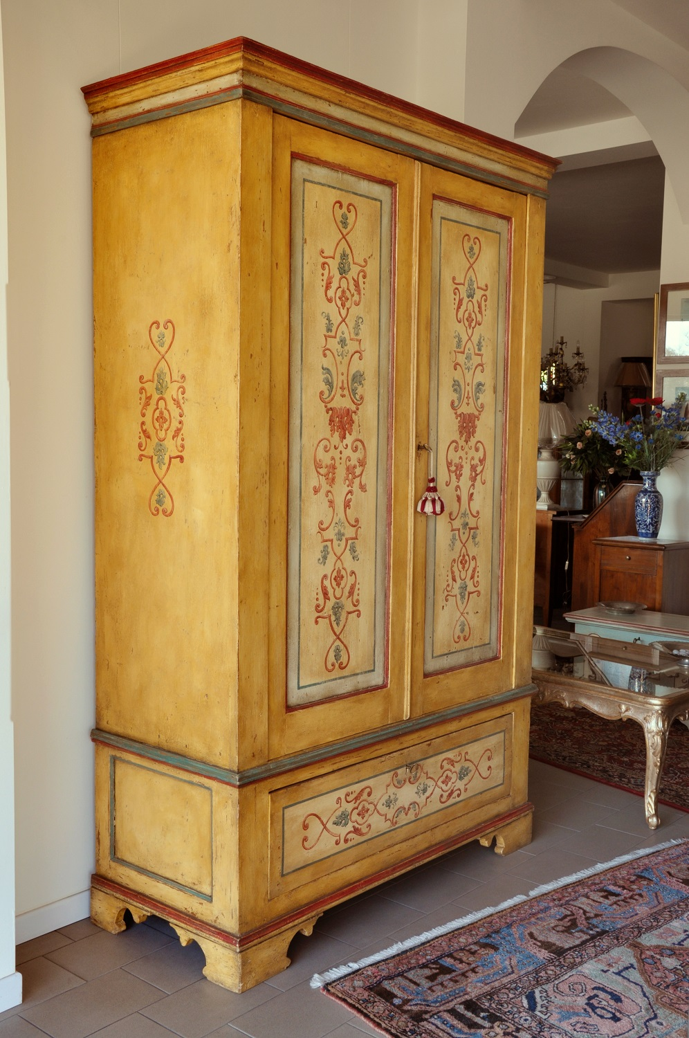 Armadio 4 Ante Decorato A Mano.Double Leaf Door Hand Decorated 600 Baroque Tuscan Cupboard With