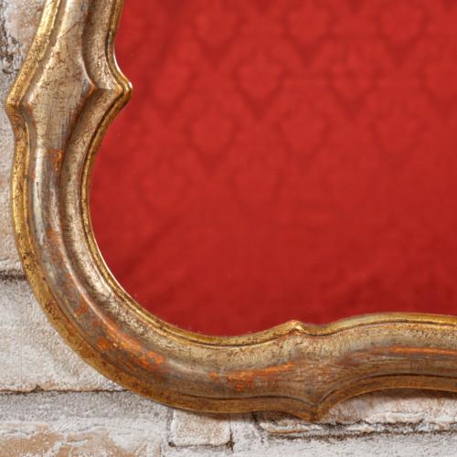 specchiera in stile Luigi XV settecento lombardo Veneto con cornice mossa e sagomata intagli eseguiti a mano nel laboratorio di alta ebanisteria Vangelista mobili arredo di piccole dimensioni made in Italy