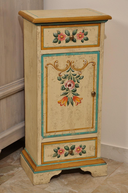Mobiletto colonna di lusso a 2 cassetti e un anta dipinto a mano e riprodotto in stile barocco - Decorazioni in legno per mobili ...