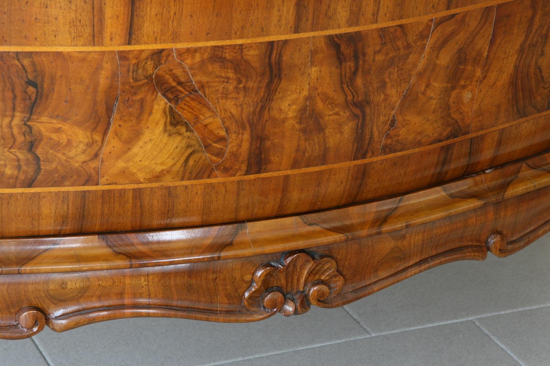 Com in radica di noce bombato e intarsiato ad urna o a for Progettazione di mobili lavorazione del legno