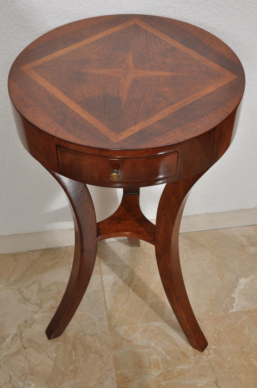 Tavolino rotondo da salotto finemente intarsiato e for Mobili classici veneto