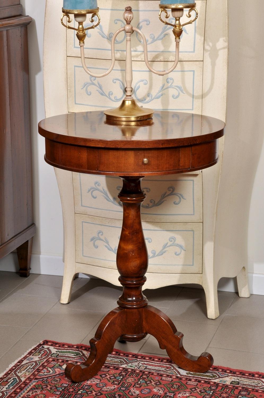 Tavolino rotondo intarsiato in radica di noce arredo di for Mobili per salotti classici