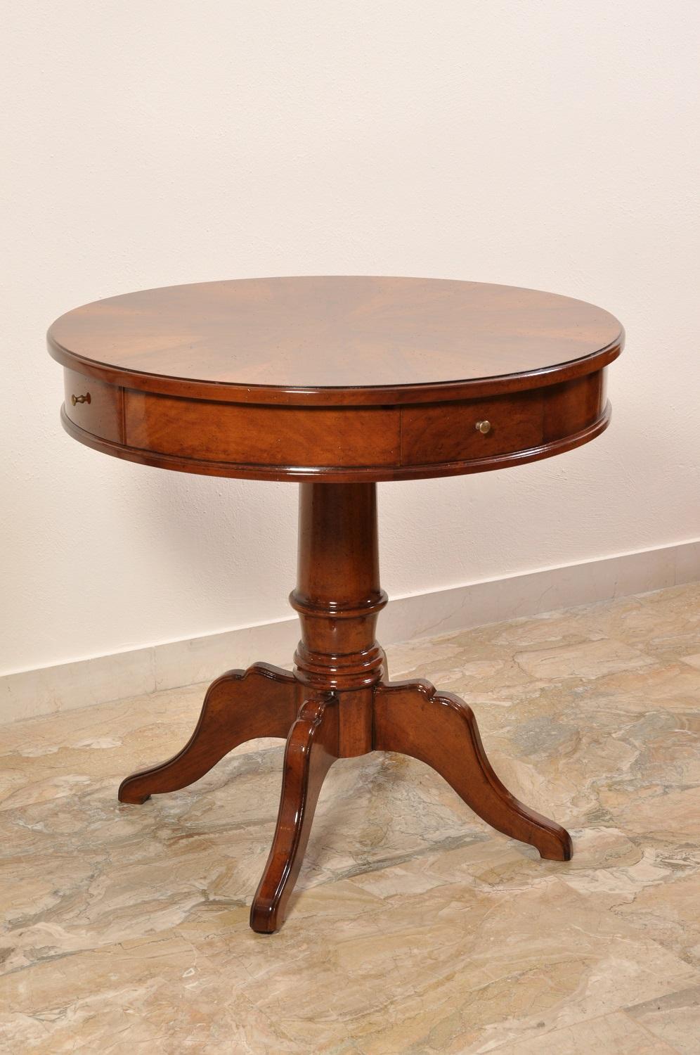 Latest tavolino rotondo con cassetti da centro stanza realizzato su misura in stile inglese - Mobili stile inglese bianco ...