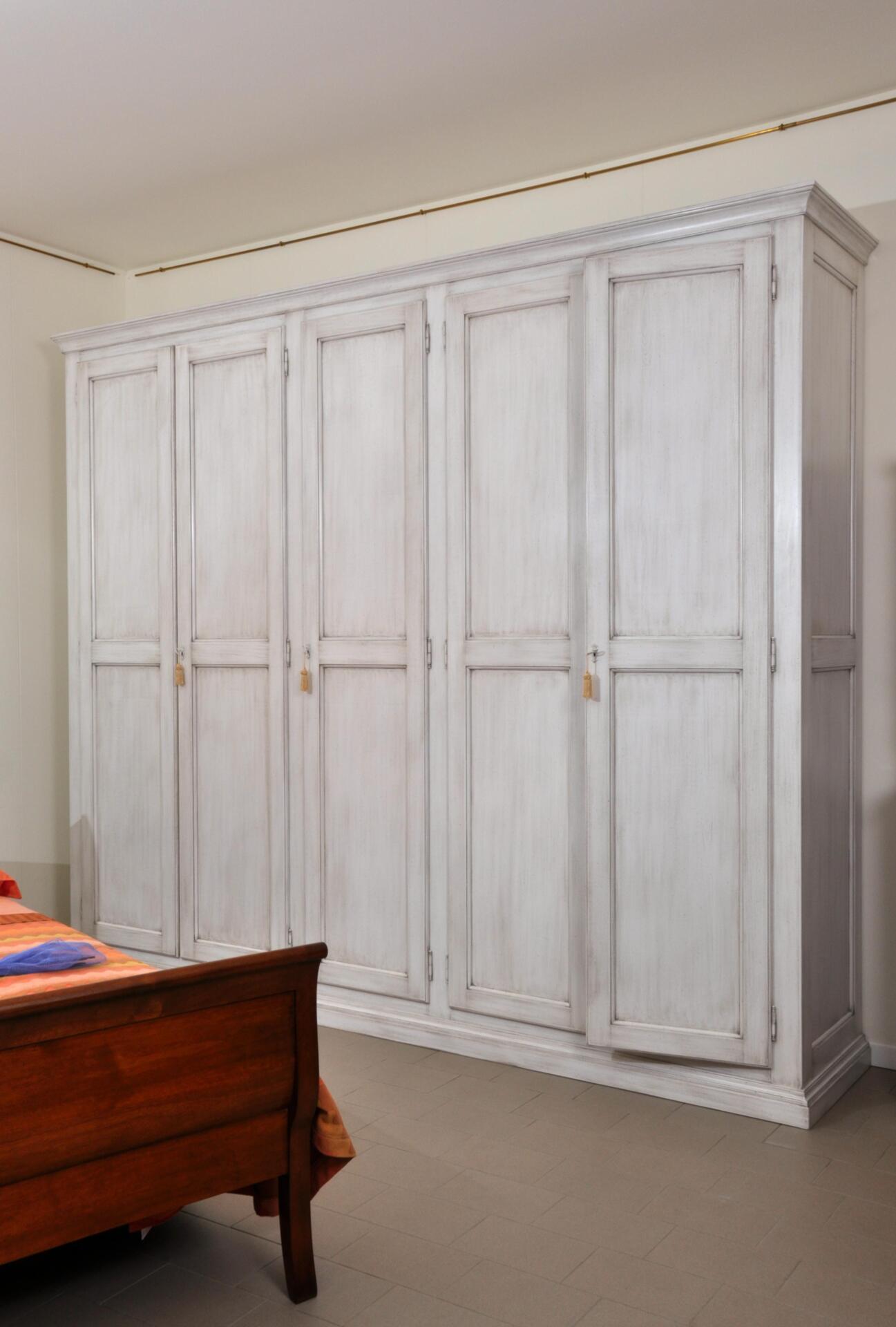 Armadio da camera di grandi dimensioni laccato bianco - Mobili legno bianco anticato ...