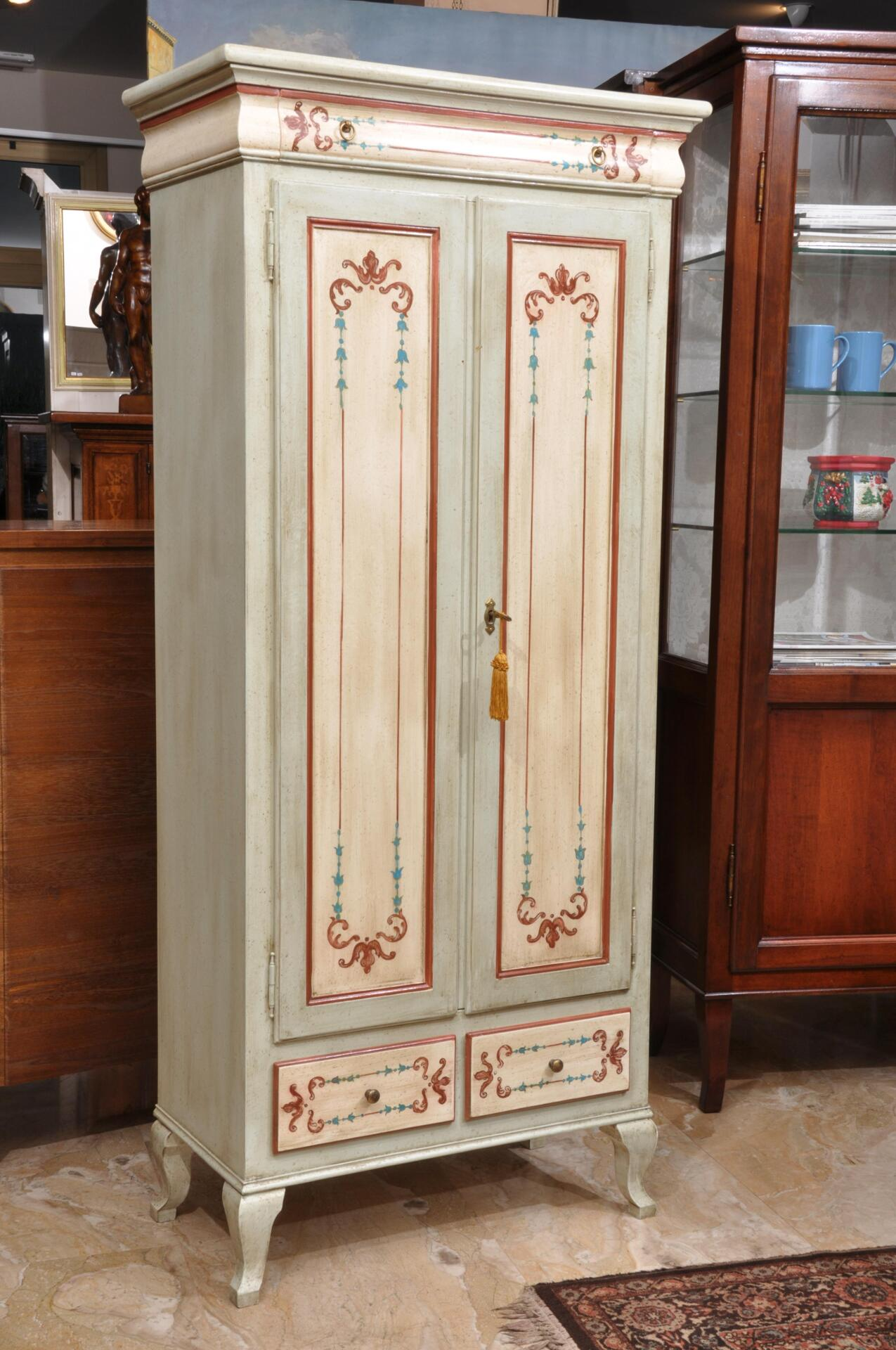 Elegante armadio-dispensa a 2 ante e 3 cassetti in stile ...