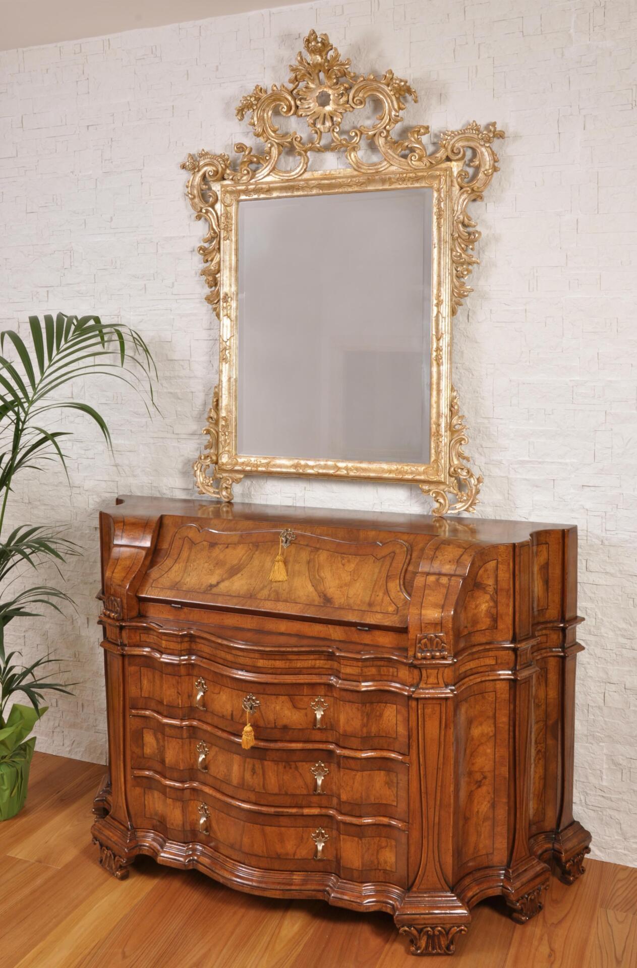 bureau ribalta sagomato riprodotto in stile settecento barocco veneziano. Black Bedroom Furniture Sets. Home Design Ideas