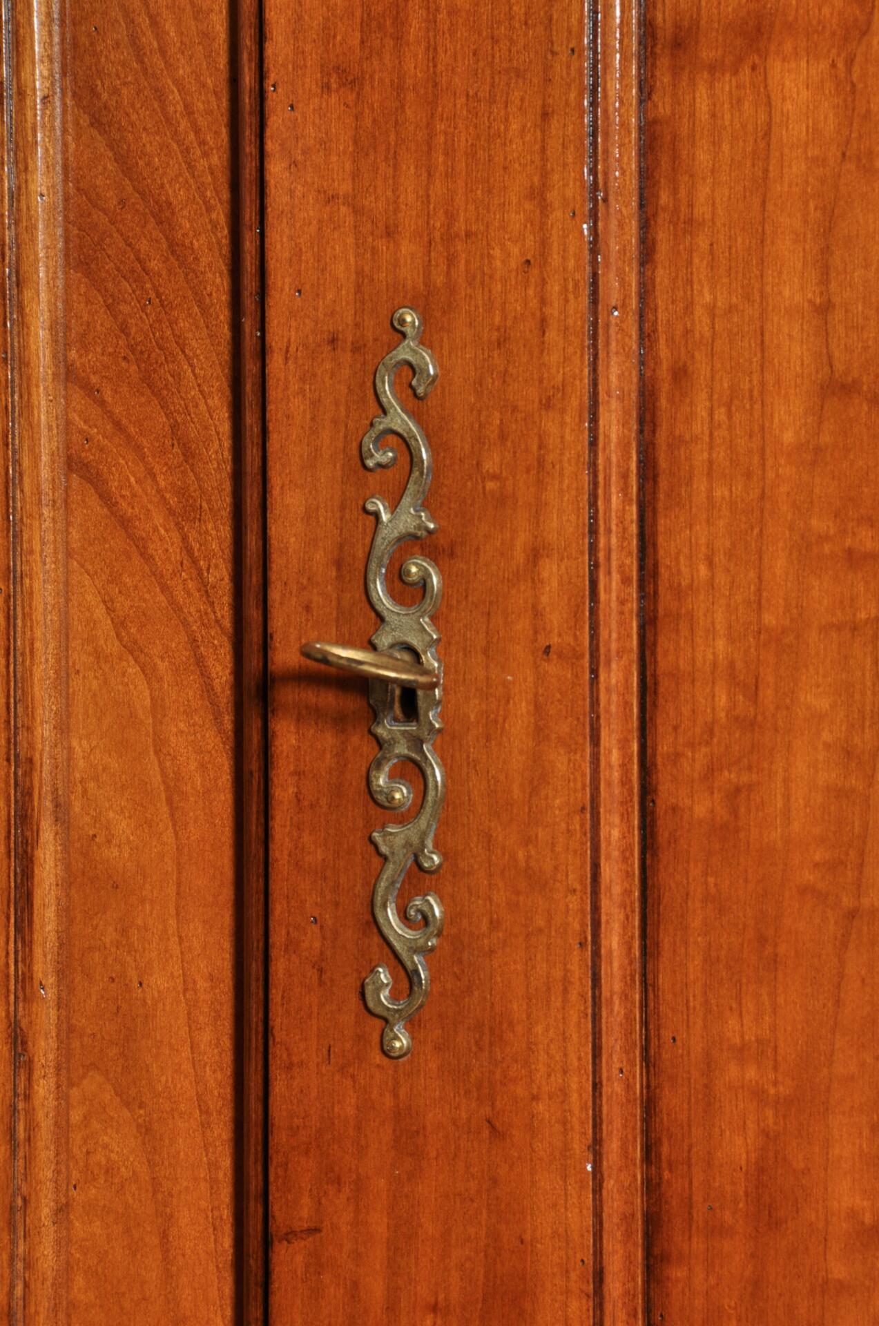 Armadio in ciliegio prodotto in stile provenzale di grandi for Stima del costo dell armadio