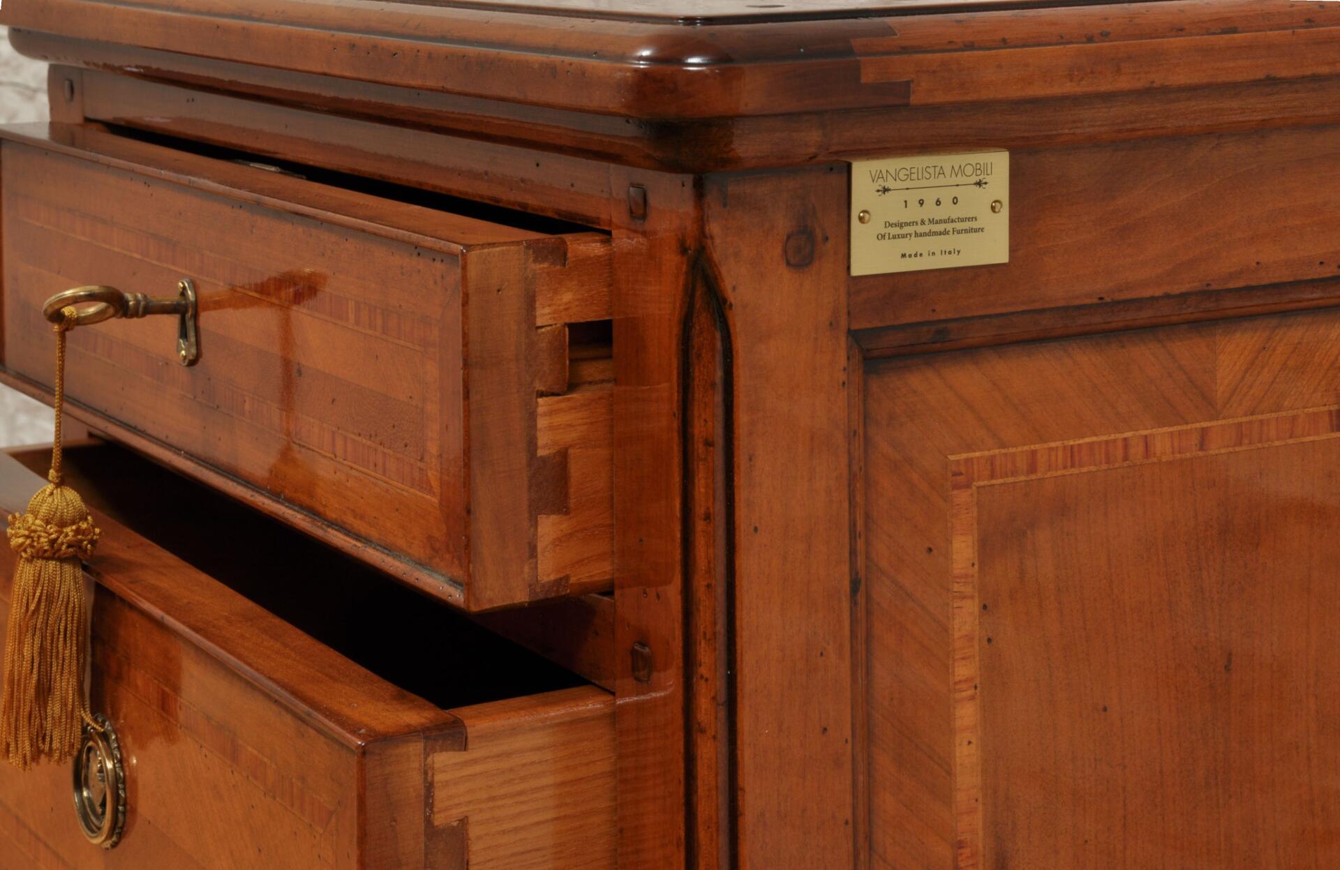 interni cassetti in essenza pregiata di frassino massello cassetti incastro a coda di rondine