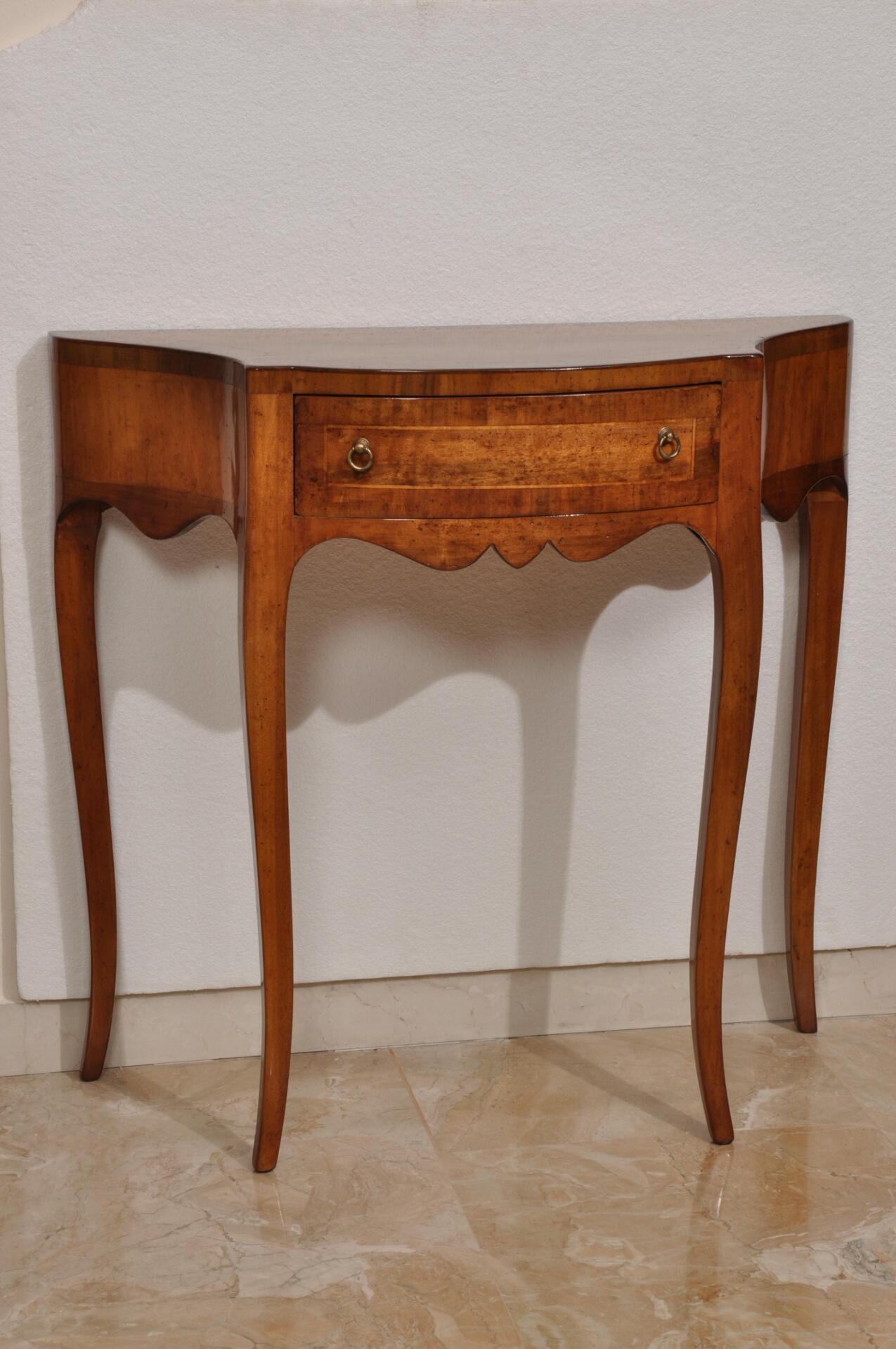Riproduzione di una consolle sagomata ad un cassetto in stile asolano veneto mobili vangelista - Fabbriche di mobili in veneto ...