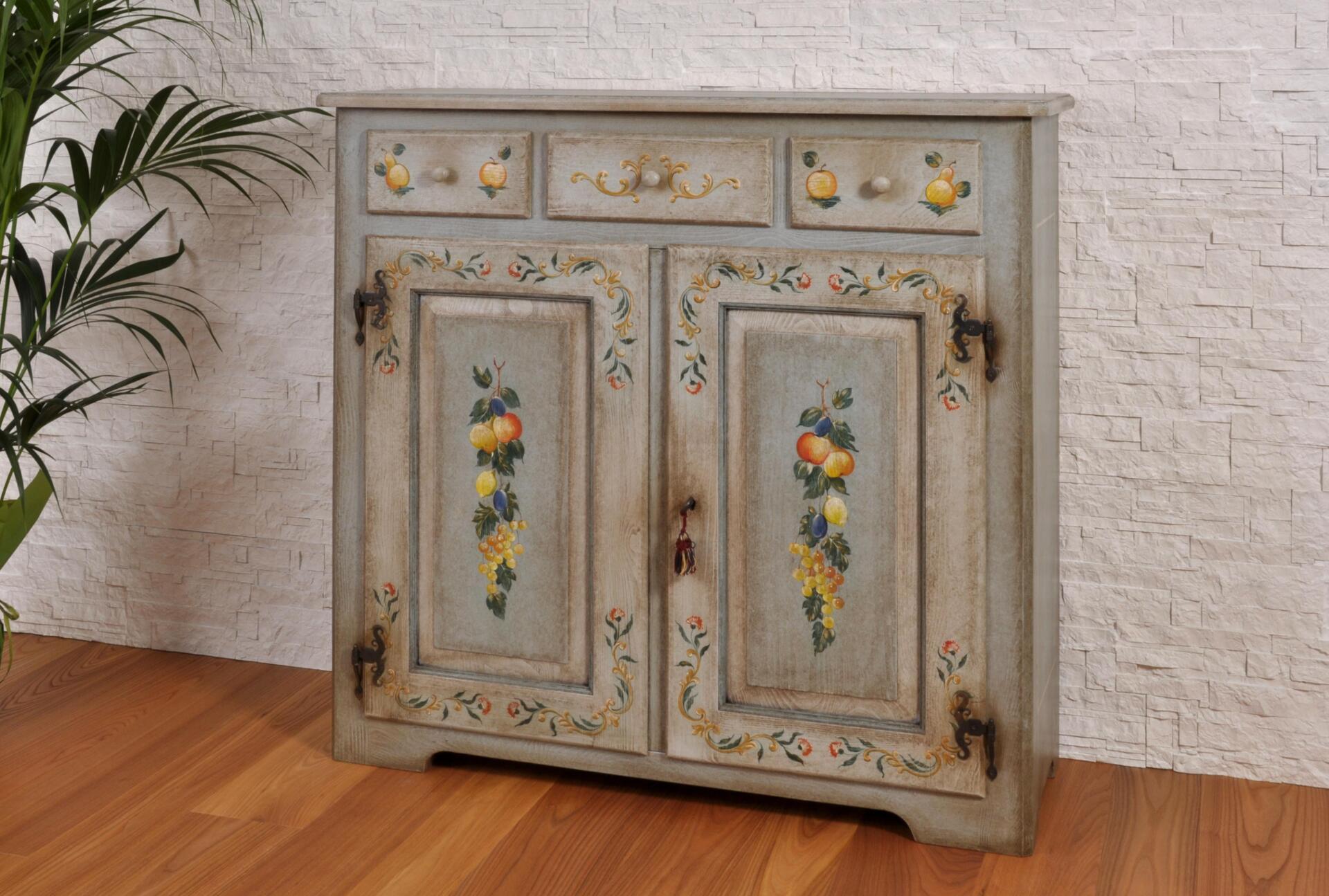 Raffinata credenza a 3 cassetti e 2 ante di lusso dipinta for Mobili trentino
