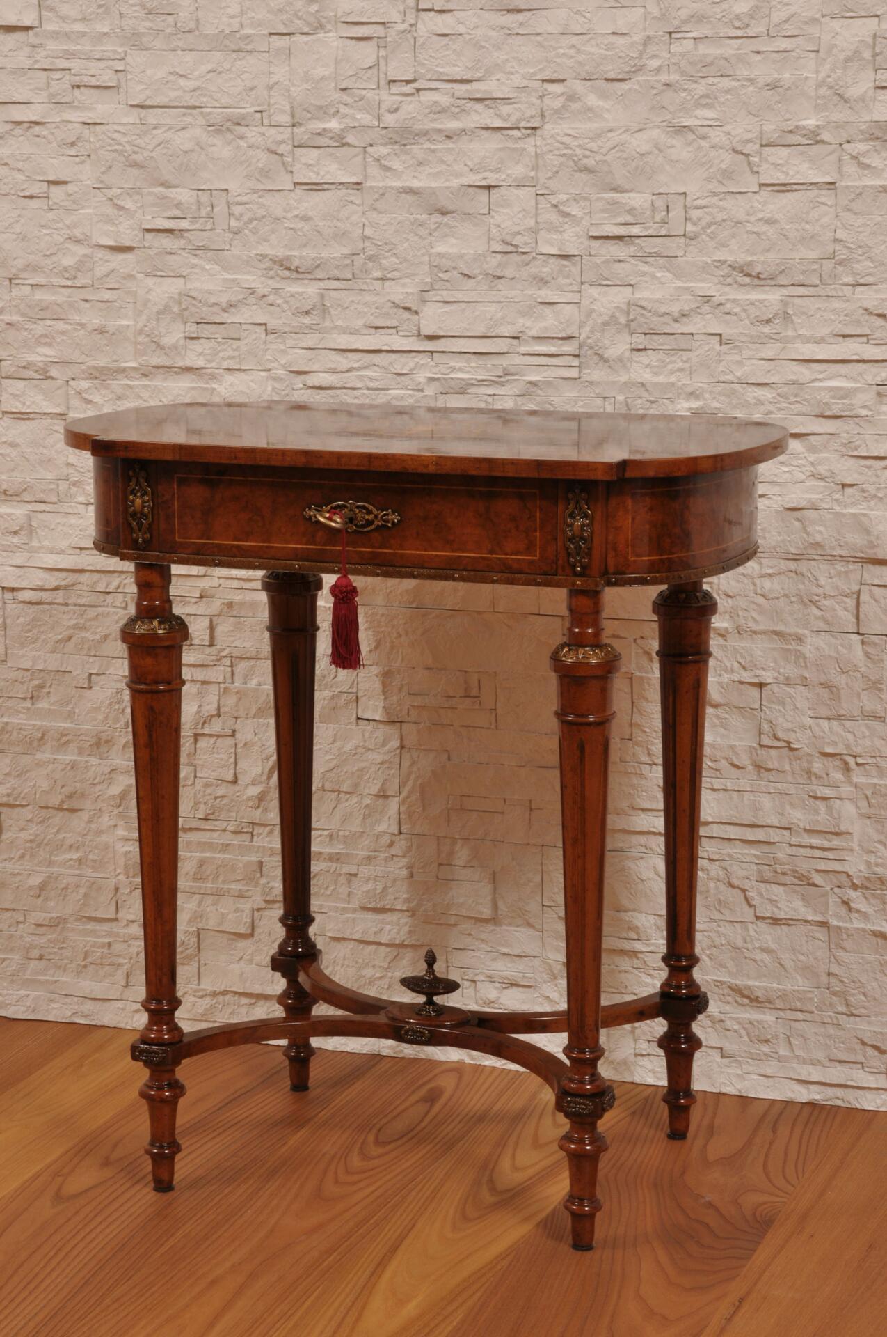 Pregiato tavolino da salotto intarsiato in radica con 1 for Mobili 800 inglese