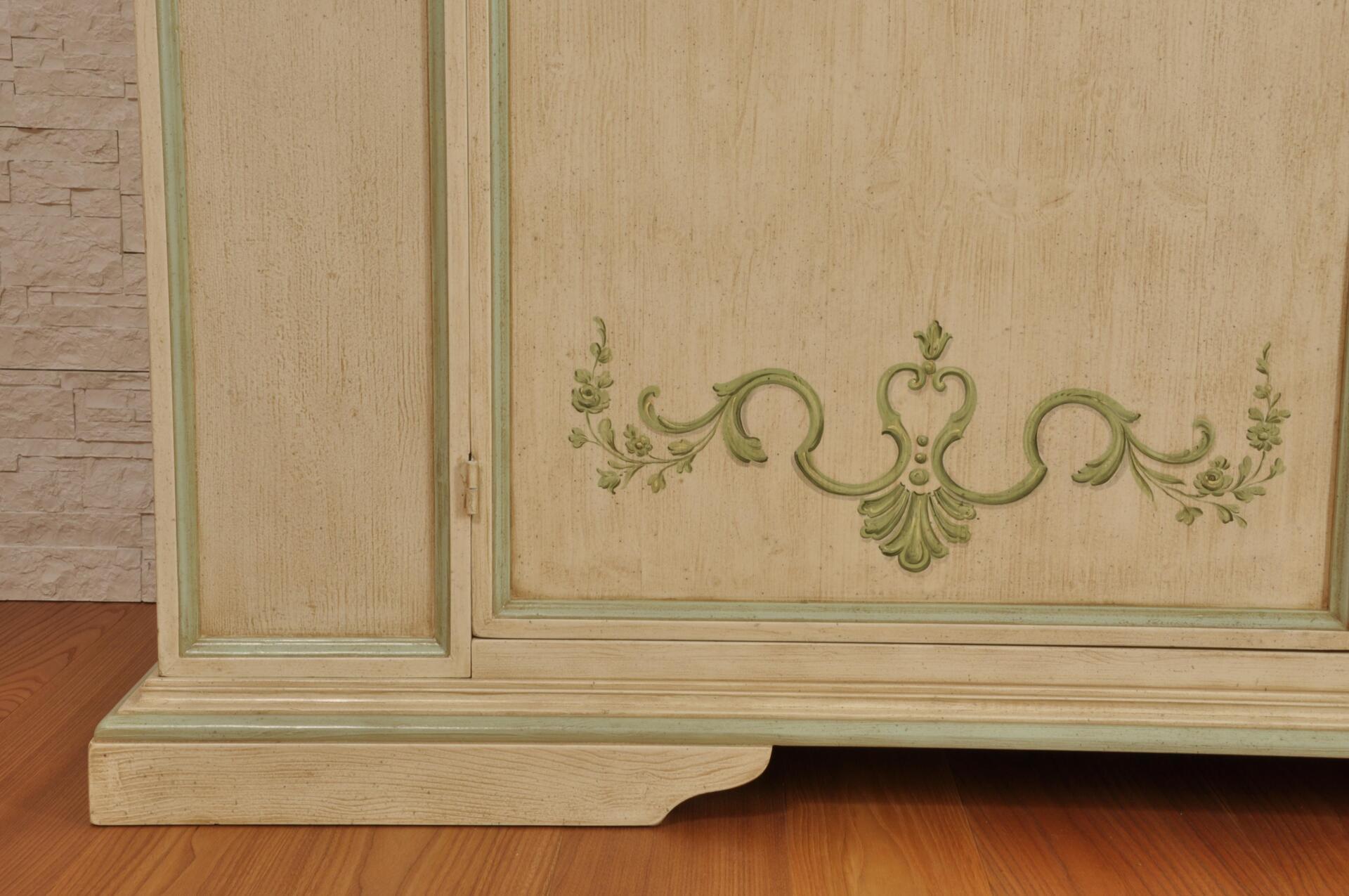 Armadio di grandi dimensioni a 2 ante decorato in stile Luigi XV ...