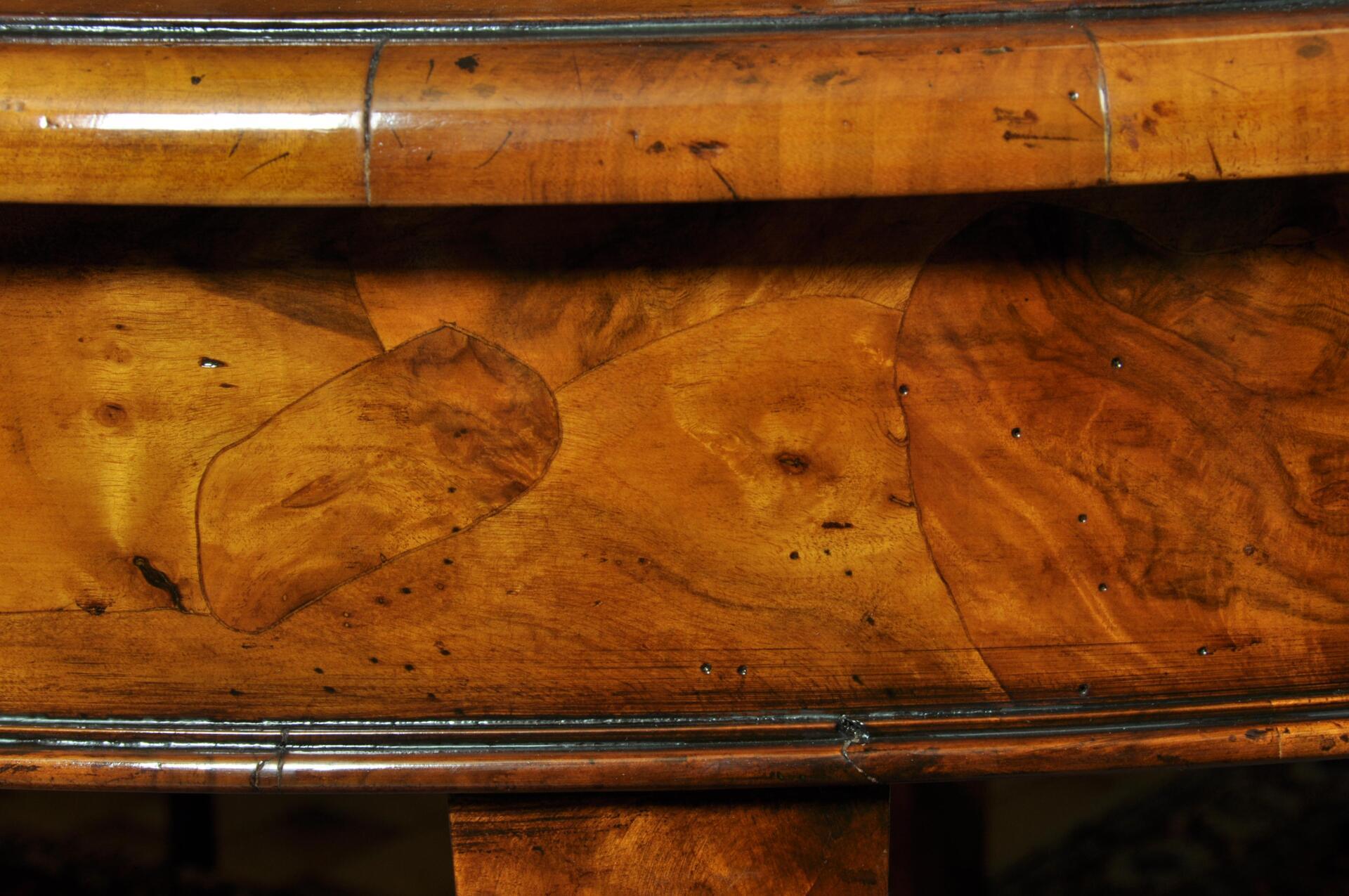 Tavolo barocco 39 700 veneziano rotondo di lusso in radica for Tavolo rotondo estensibile