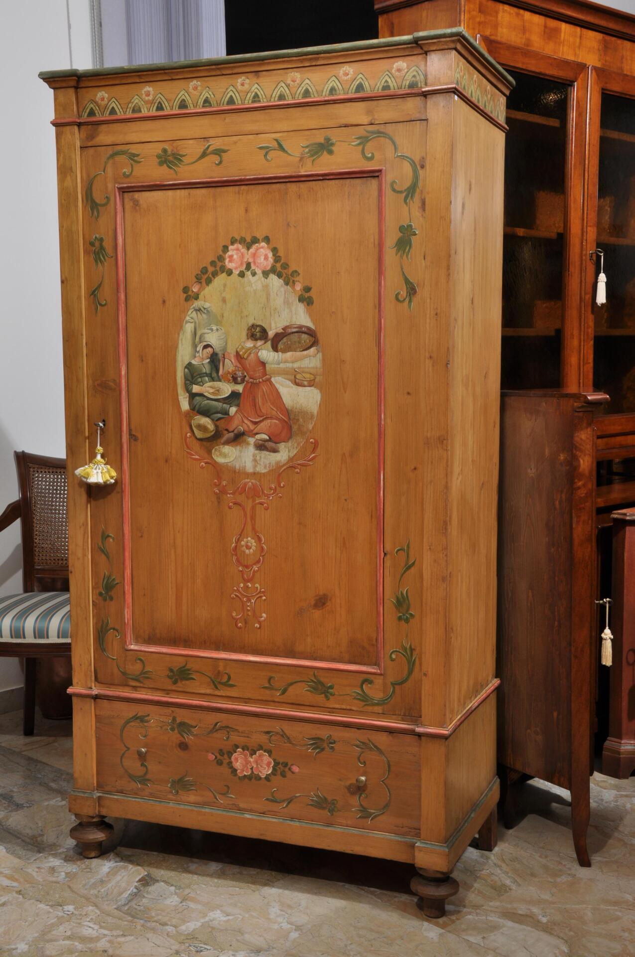 Armadio decorato in stile Ampezzano ad una anta e un cassetto