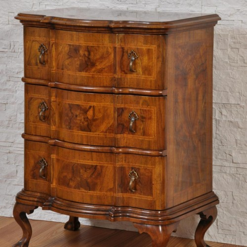 cassettiera prodotta a mano sagomata e intarsiata in stile classico seicento lombardo veneto
