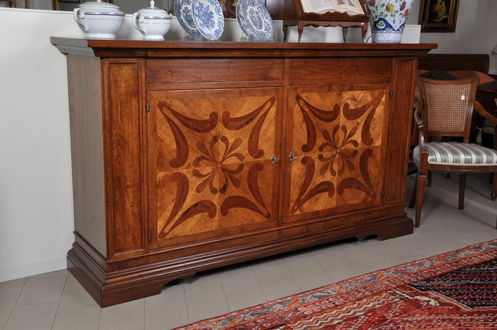Credenza finemente intarsiata a 2 cassetti e 2 ante in stile seicento toscano mobili vangelista - Mobili stile toscano ...