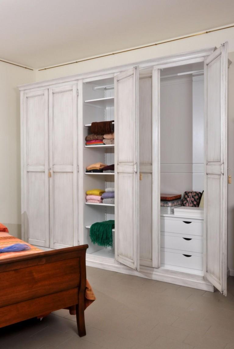 armadio a 5 ante con zoccolo chiuso cassettiera interna e ...