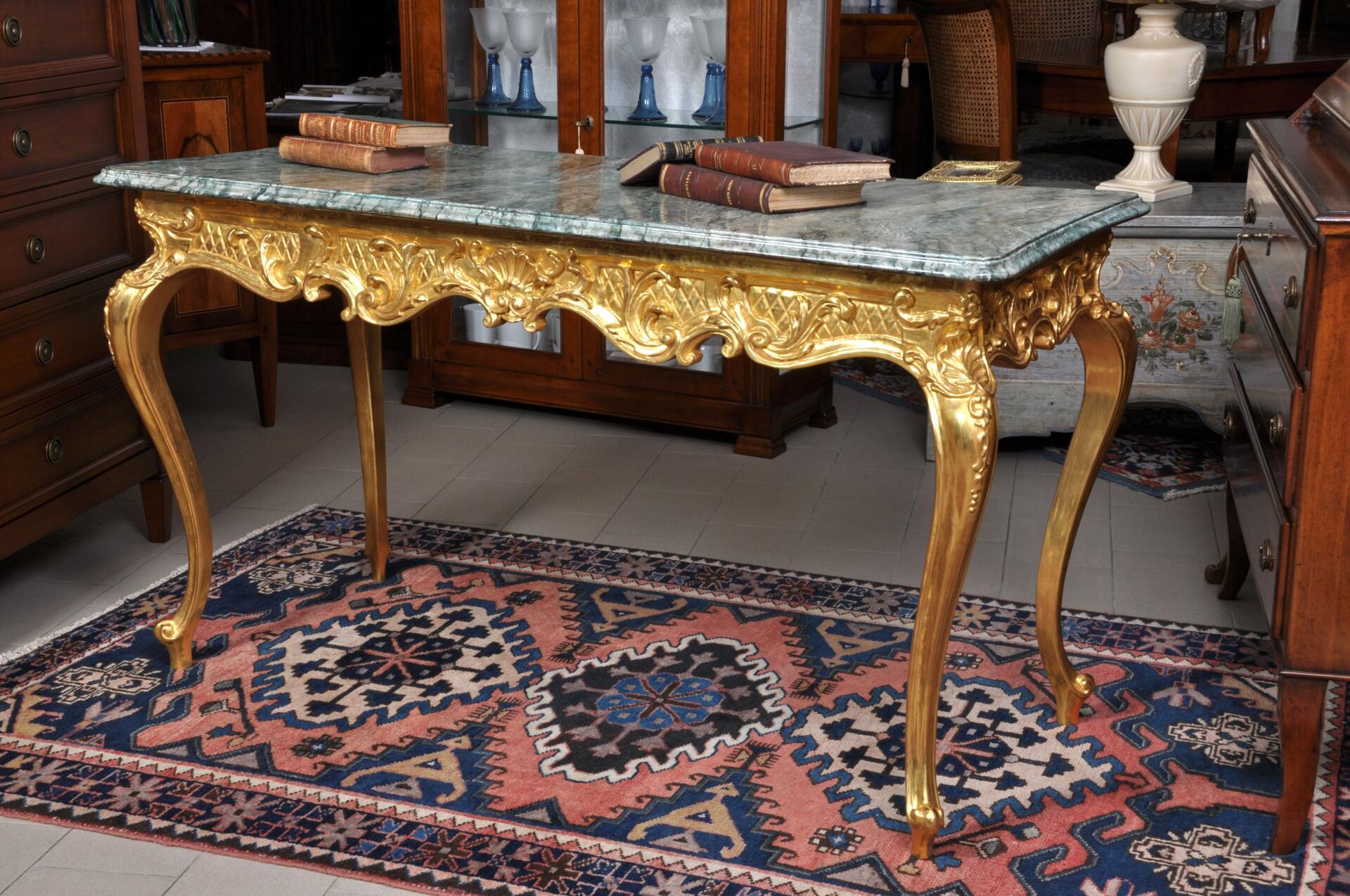 Tavolo consolle intagliato a mano e laccato in marmo e oro - Marmo veneziano ...