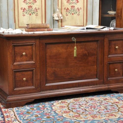 cassapanca porta tv da salotto con cassetti e ribalta prodotta in stile asolano Veneto realizzabile su misura in essenza di noce massello