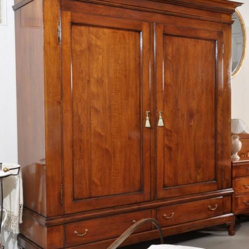 armadio in noce massello con 2 ante e 2 cassetti riproducibile su misura essendo un arredo fatto a mano nello stile classico francese provenzale