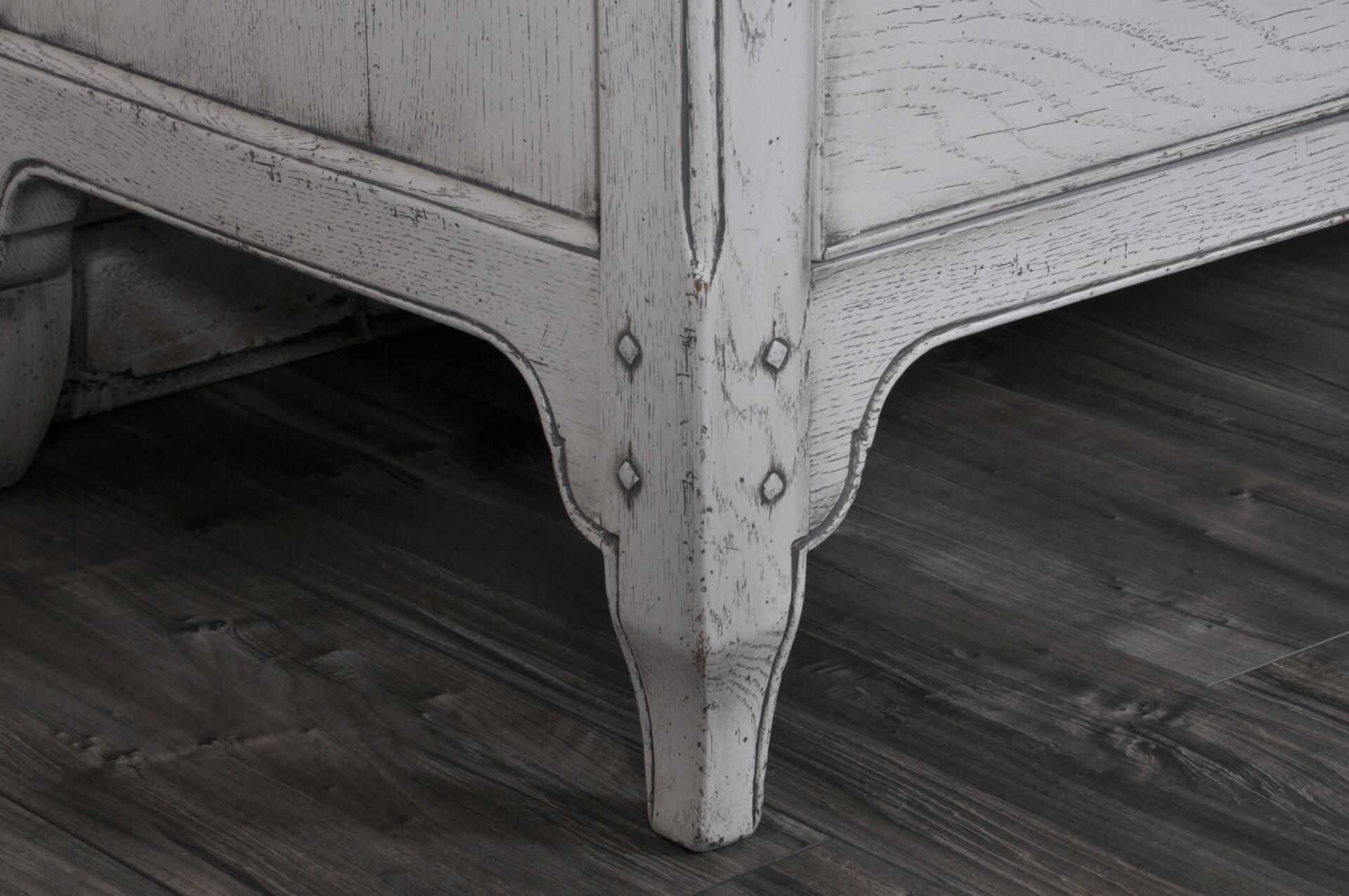 lussuosa riproduzione comò provenzale su misura di costruzione made in Italy fatto a mano in legno pregiato di rovere massello laccato bianco