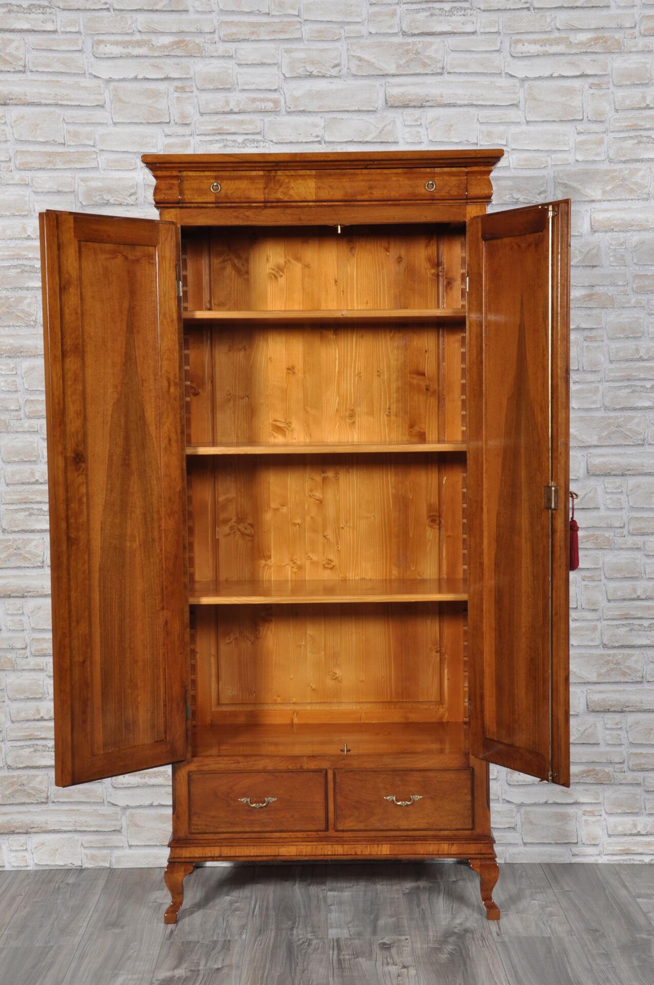Armadio dispensa di lusso a 2 ante in legno di noce for Maggiordomi piani di dispensa piani