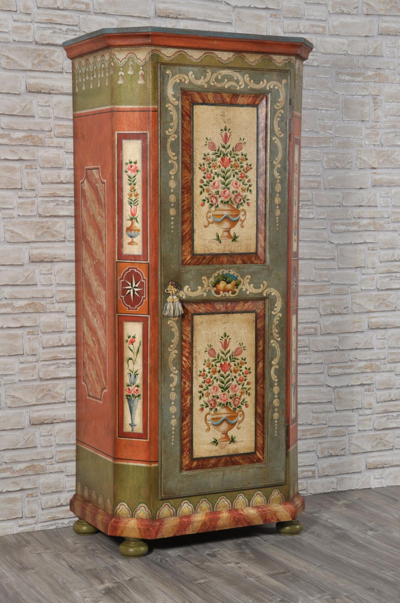 Armadio dispensa a una anta in stile 39 600 tirolese - Mobili dipinti tirolesi ...