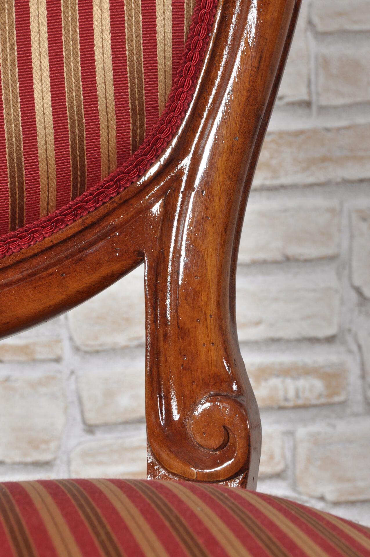 Raffinata sedia di lusso prodotta in stile classico for Costruttori di case in stile vittoriano