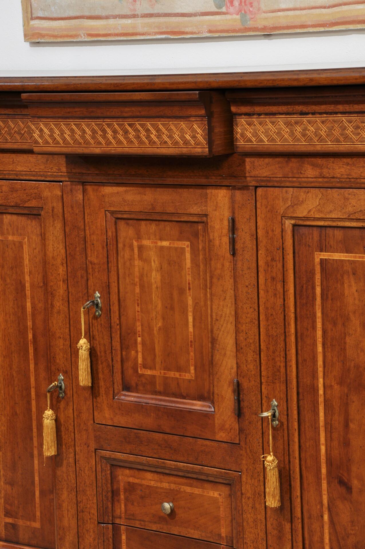 Credenzone a 5 cassetti e 3 ante intarsiata in stile for Mobili 600 toscano