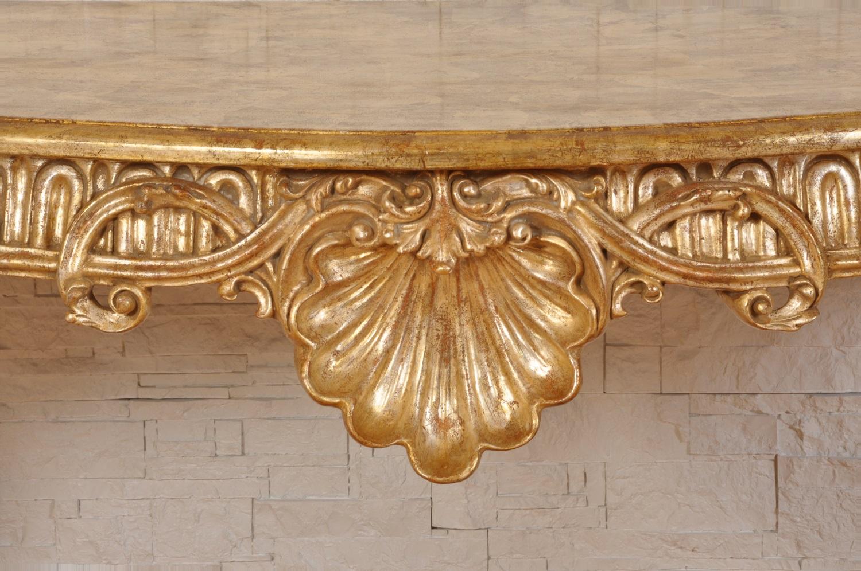 Ricercata consolle di lusso scolpita e laccata in foglia for Mobili veneziani