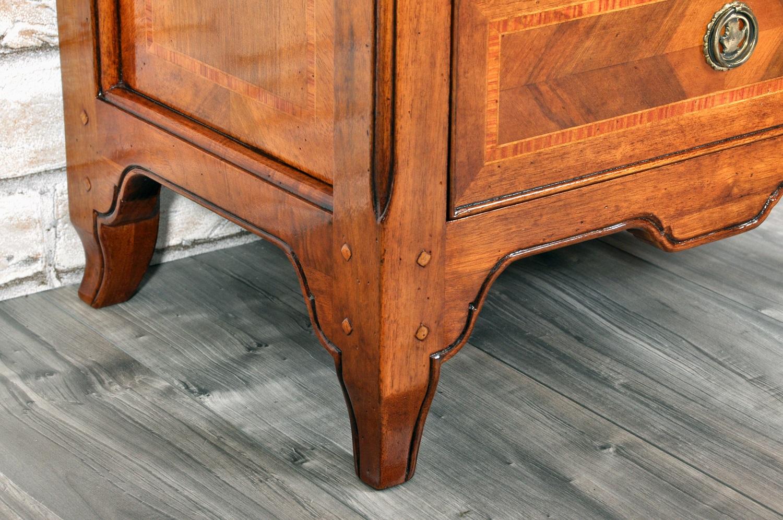 gambe comodino provenzale sagomate in legno pregiato di noce massello