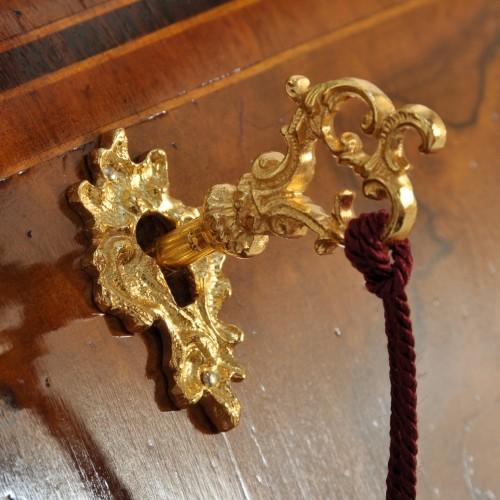 pomoli e bocchette in bronzo fuso a mano con finitura in bagno oro francese riprese dal modello d'epoca riprodotte a mano