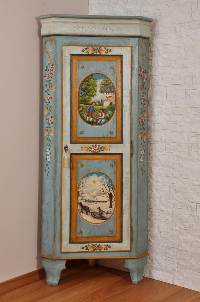 angolare decorato con le due stagioni colori vivaci dell azzurro giallo rosso e verde manufatto di lusso prodotto su misura