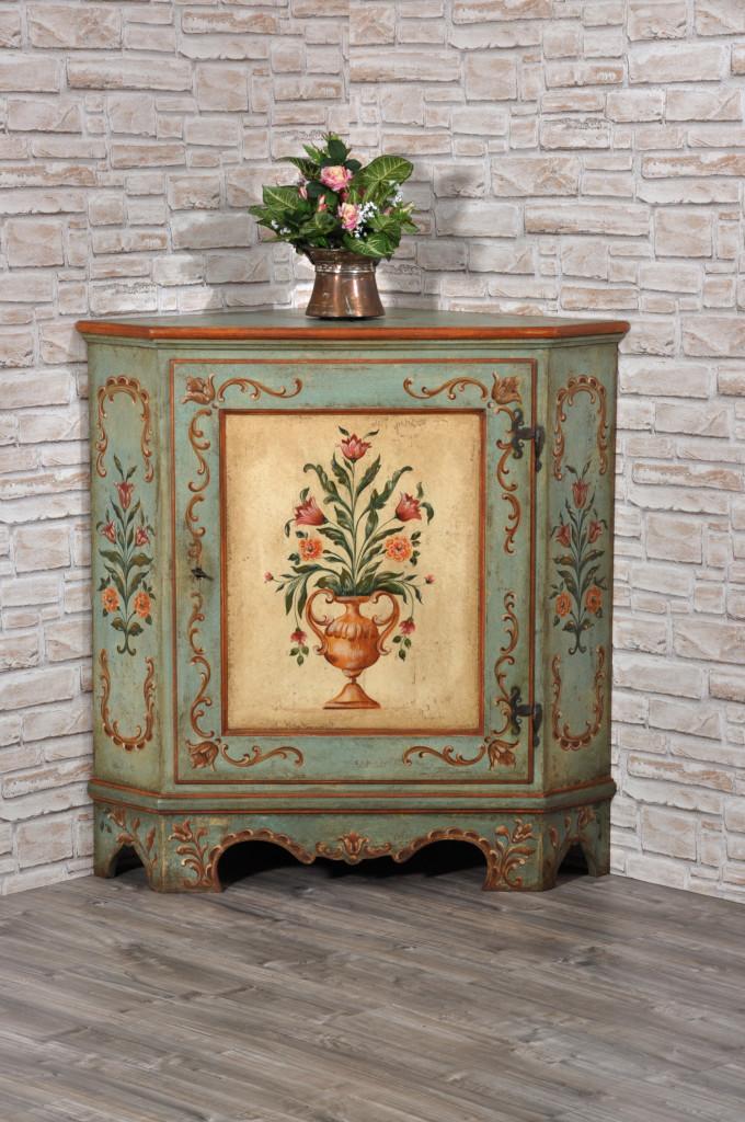 angoliera di lusso decorata e riprodotta a mano con fiori e barocchi