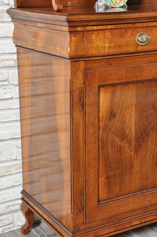 Raffinata e ricercata credenza con vetrina cristalliera for Disegni di mobili aspen