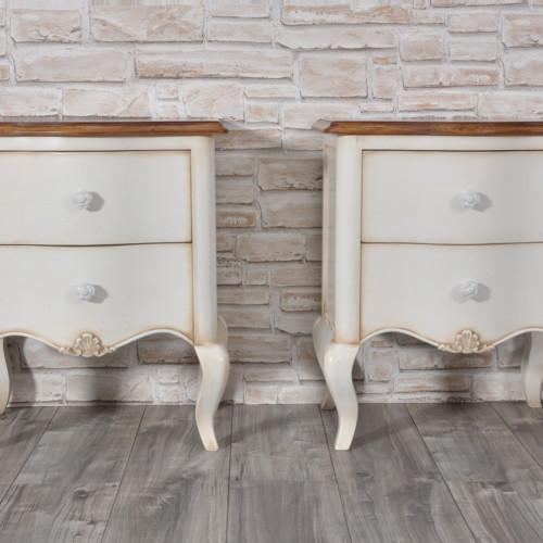 comodini sagomati laccati bicolore piano miele fusto laccato bianco patinato in stile provenzale