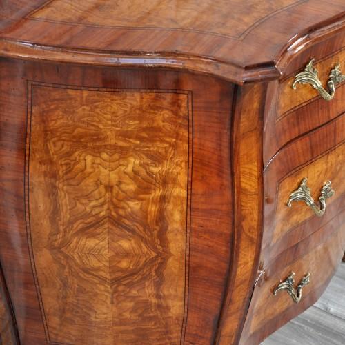 comoncino prodotto dal mobile originale con legni rari e pregiati di radica di persia noce e bois de rose arredi made in Italy fatto a mano