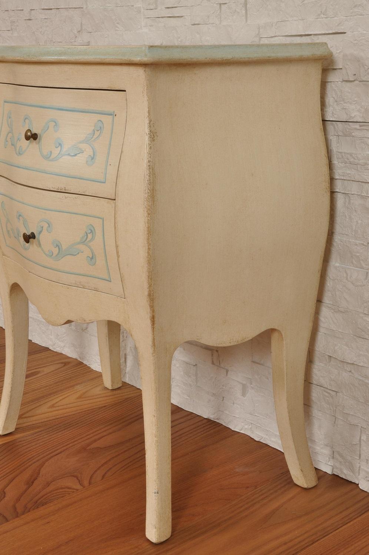 Elegante mobiletto comodino bombato e mosso a 2 cassetti decorato a mano con barocchi settecento - Stile veneziano mobili ...