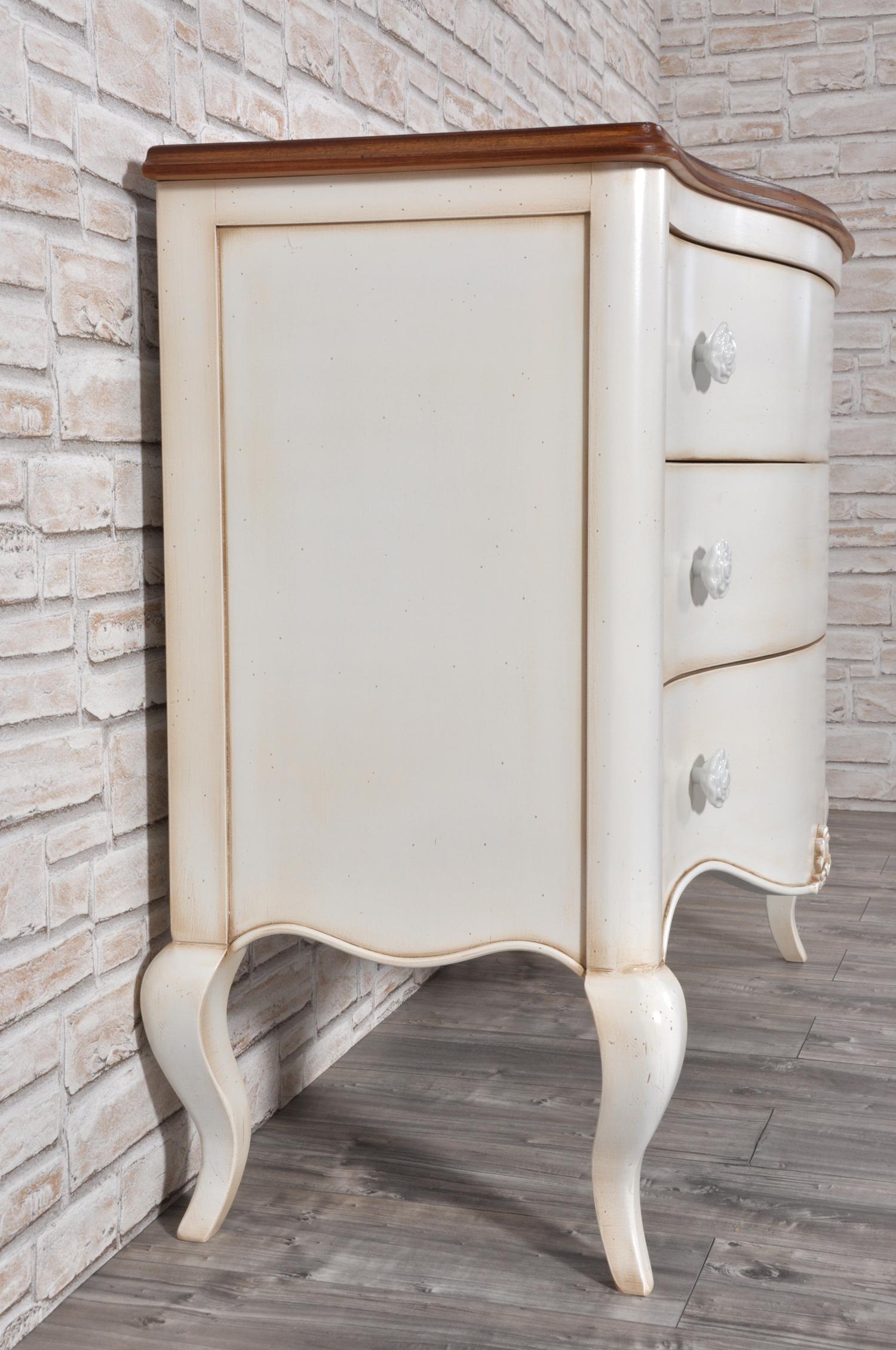 importante e lussuoso comò sagomato e laccato bianco bicolore prodotto per camere da letto e ingressi