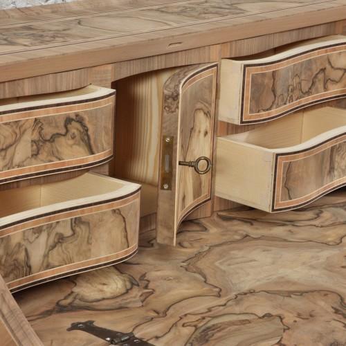 costruzione bureau ribalta sagomato in radica riprodotto a mano in legno pregiati di radica di noce