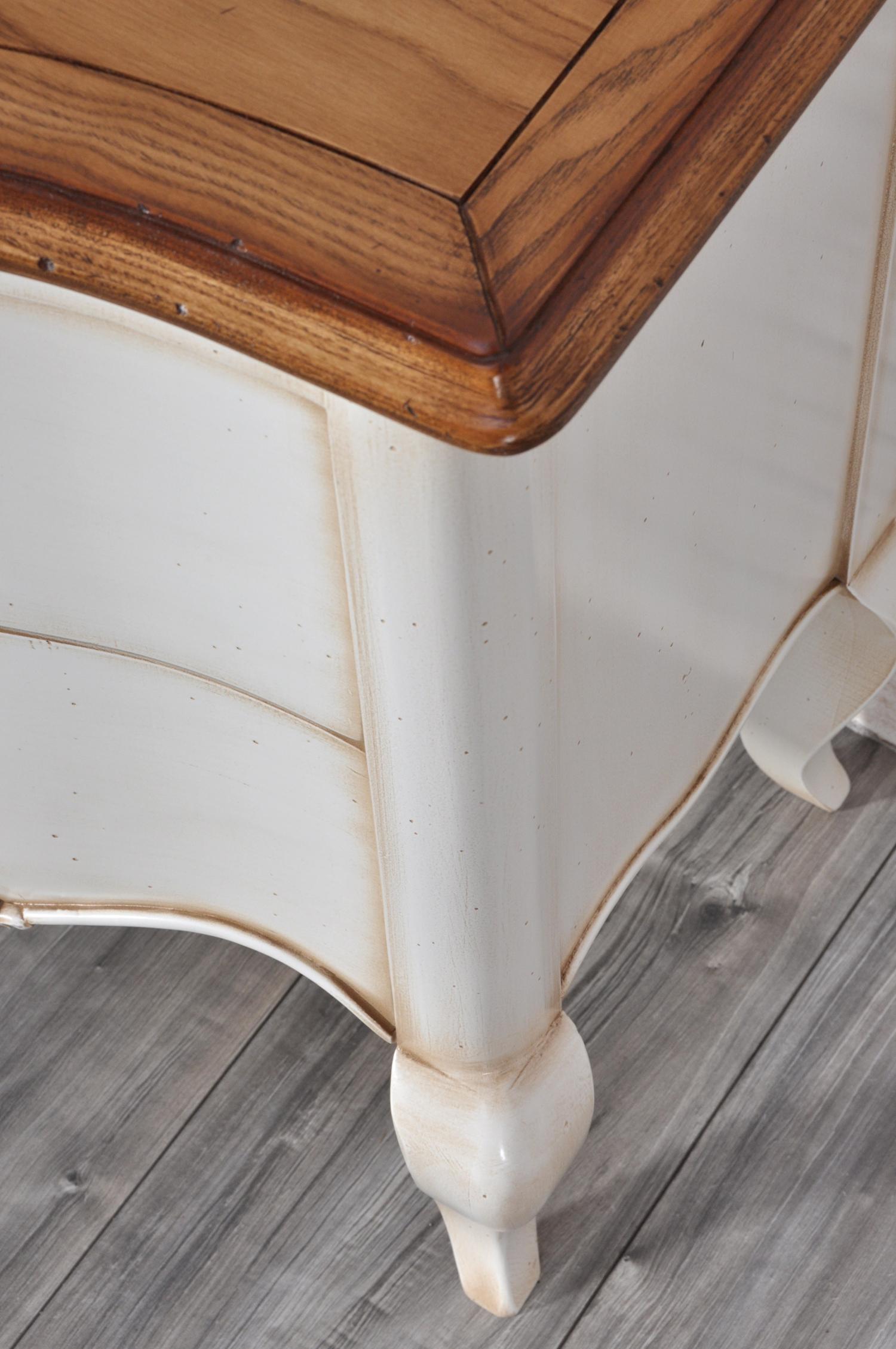 piano del comodino in legno di frassino massello lucidato miele