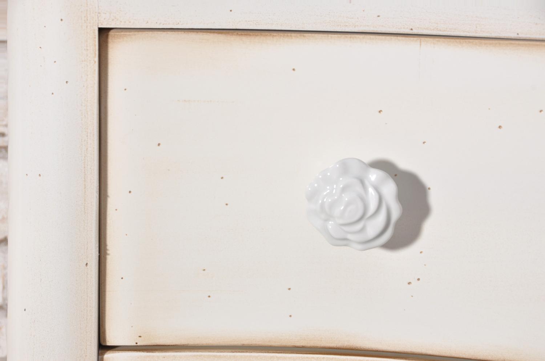 produzione pomolo in ceramico con disegno floreale color bianco realizzazione di lusso