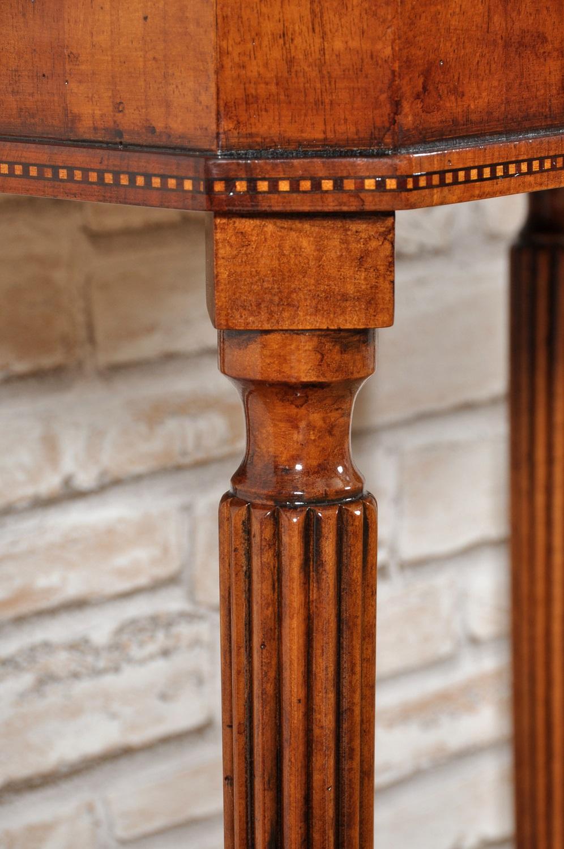 arredo realizzabile su misura intarsiato con la fascia in legni pregiati di acero noce ebano ciliegio inseribile in ingressi e sale da pranzo di pregio di lussuose residenze e prestigiose dimore