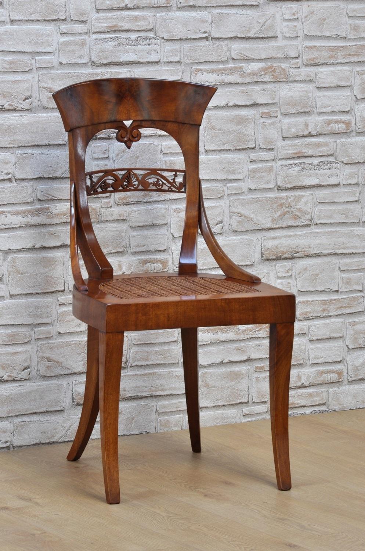 Importante sedia in stile biedermeier sagomata e intarsiata in radica di noce con seduta in - Mobili biedermeier ...