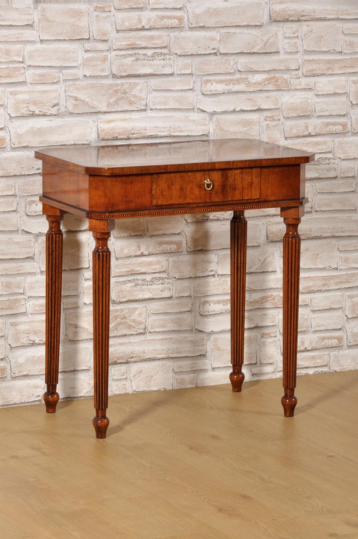 Cool tavolino intarsiato in noce essenze esotiche nello stile classico inglese vittoriano - Mobili stile inglese bianco ...