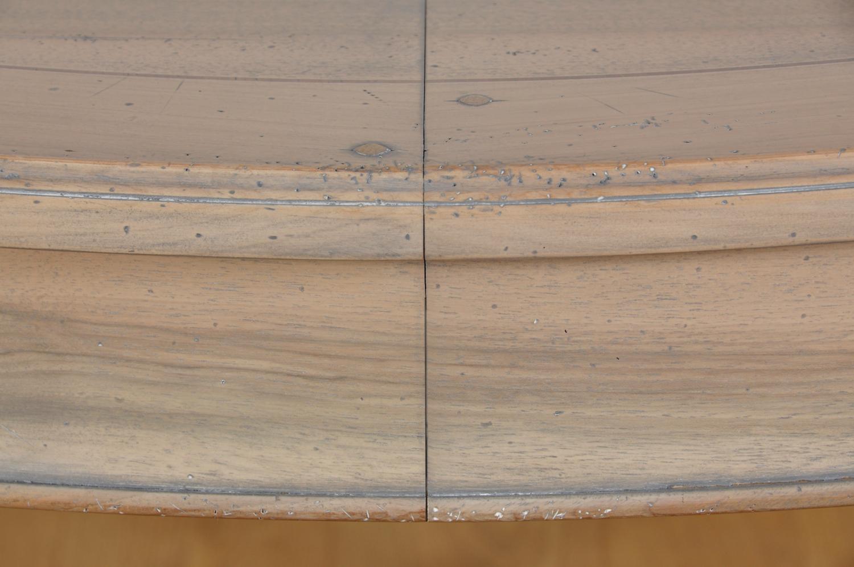 tavolo ovale sbiancato grigio anticato lucidato a mano con prodotti naturali arredo costruito per importanti sale da pranzo ed esclusivi ingressi di prestigiose residenze importanti dimore e ricche case