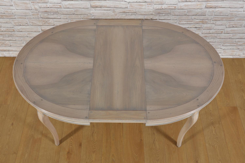 tavolo ovale allungabile francese in stile Provenzale con intarsi riprodotto dal manufatto originale della metà del 700 arredo di lusso di realizzazione Made in Italy