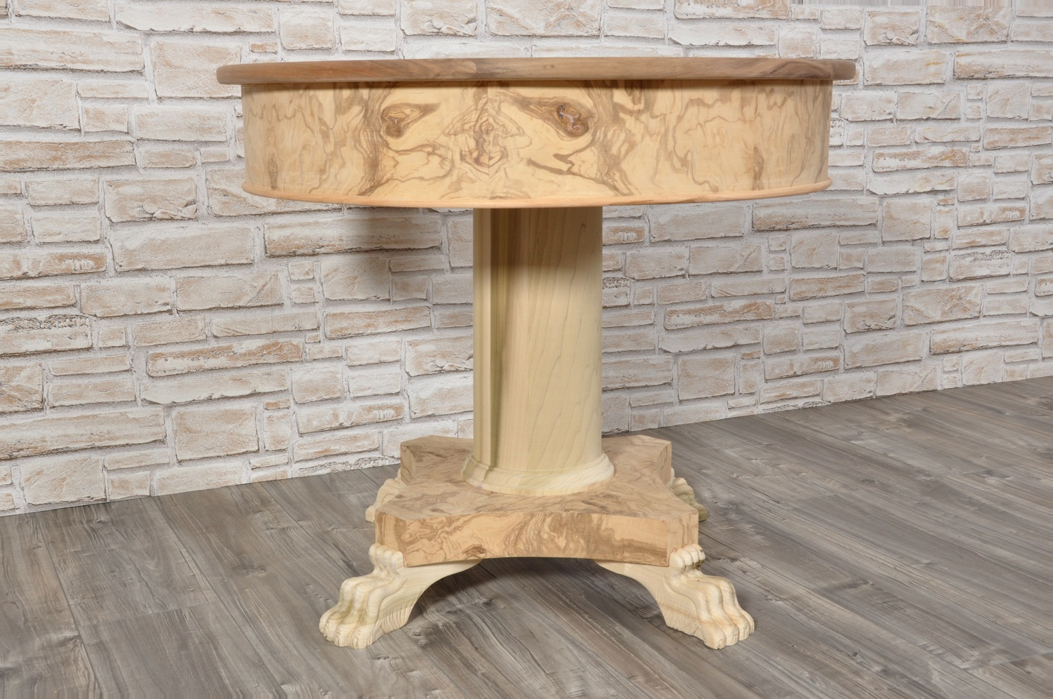 Round transitional 19th century style table with hand carved feet - Tavolo rotondo con piede centrale ...