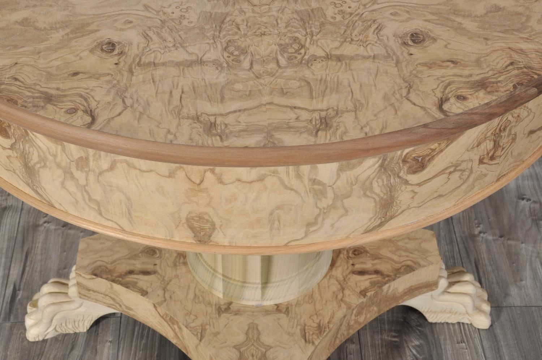 Tavolo rotondo in radica stile transizione 39 800 impero con zampe intagliate - Tavolo rotondo con piede centrale ...