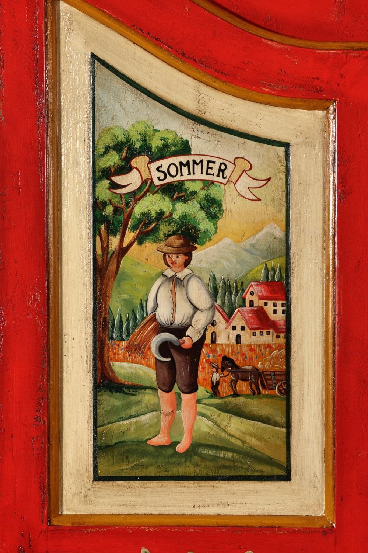 armadio su misura realizzato con decorazioni fatte a mano delle 4 stagioni tirolesi lussuosa costruzione artigianale come il mobile originale risalente alla metà del 1700 proveniente dalla Val Badia in Trentino Alto Adige